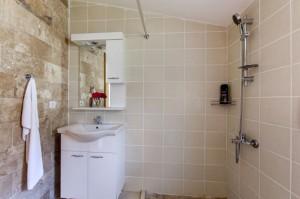 Hans shower room small